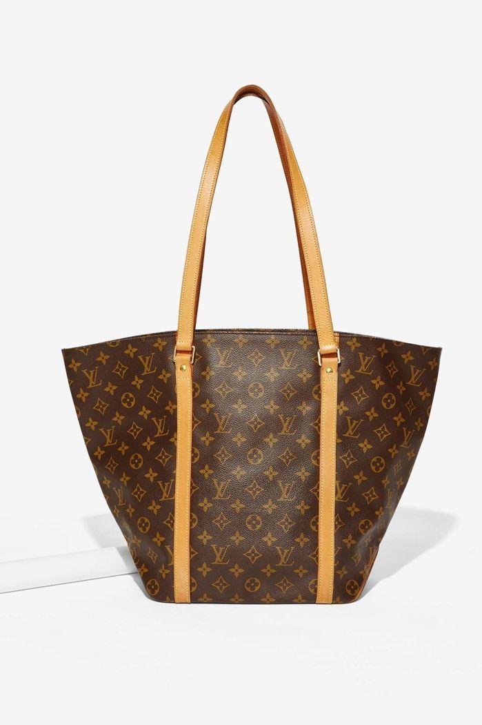 Hidden shoping bag upskirt
