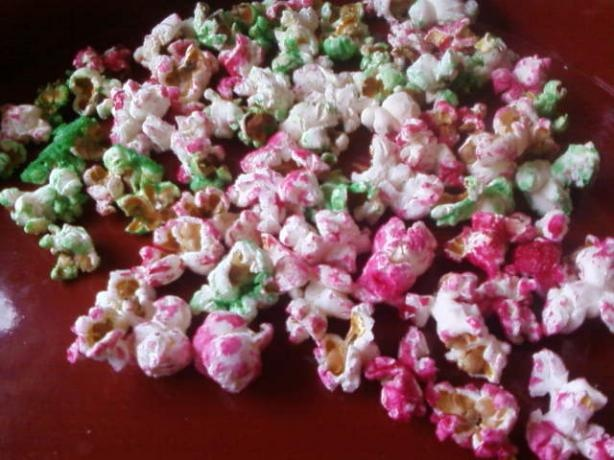 Coloured popcorn recipe for party favour