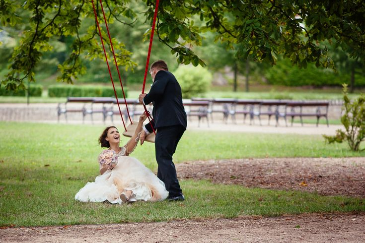 Chateau Liblice.Свадьба в Чехии. Свадебный фотограф в Чехии: невеста упала с качелей, свадьба, юмор