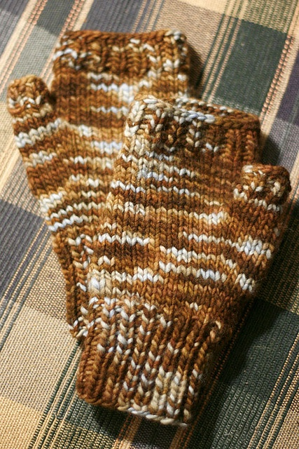 Fingerless mitts by Lisa M Beamer via Ravelry - free pattern