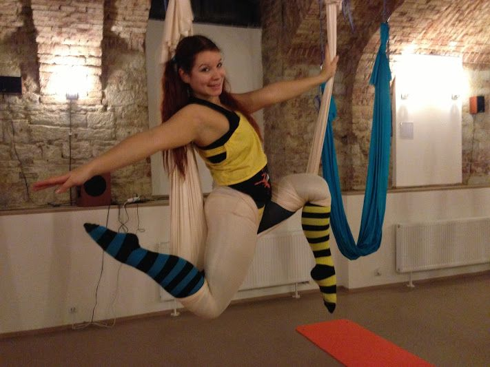 Martanka Fly Yoga - Amor position