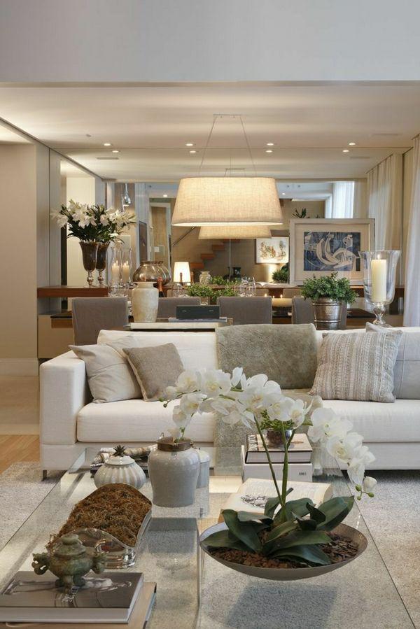 idée pour bien aménager le salon , canapé beige , lampe décorative en beige