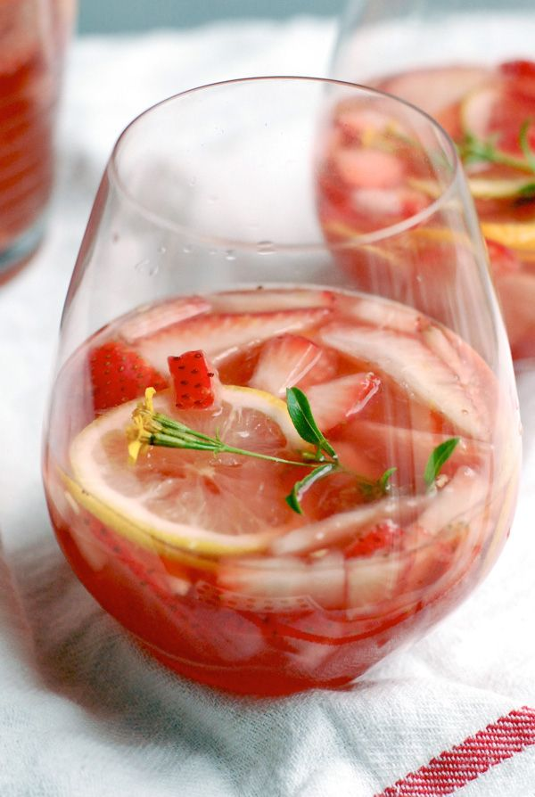 Sparkling Strawberry Rosé Sangria | 21 Pretty Pink And Red Drinks For Valentine's Day