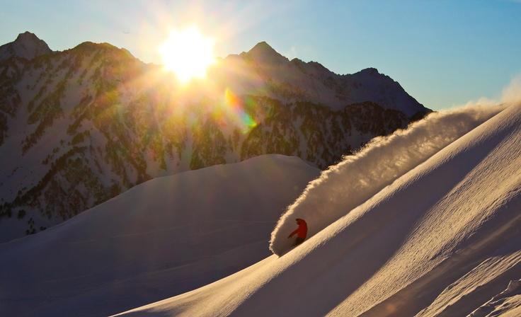 Lever de soleil sur le cirque du Lys. La beauté du paysage, les couleurs en prime.