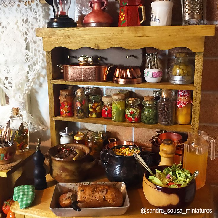 """Minhas criaçãos para o projeto """"cozinha da roça"""" escala 1/12esta pronto, espero que gostem !  ( part 2/ 2 )   #miniatureart #miniaturefood #dollhouse #dollhouseminiatures #food #fakefood #polymerclay #miniature #art #artist #fimo #clay #Kitchen #rustic #spices #meal#meat #rustickitchen #house # roça #comidabrasileira #sandra_sousa_miniatures"""