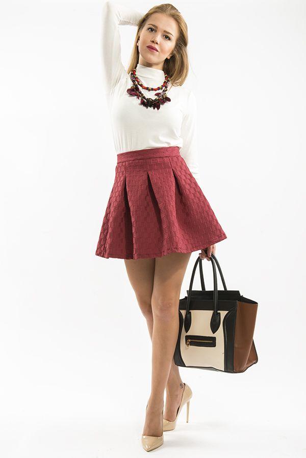 Kadın sokak modasına yön veren Bsl Fashion 'dan şık bir kombin. Ayrıntılı bilgi ve alışveriş için https://www.bslfashion.com ' u ziyaret edebilirsiniz. #moda #fashion #kadın #giyim #sokakmodası #stil #etek #kombin