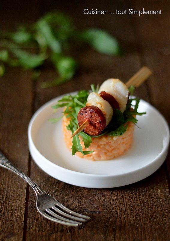 Il est encore temps de découvrir cette recette de risotto accompagné d'une petite brochette de Noix de Saint Jacques et de Chorizo ... une idée toute simple pour votre réveillon de fin d'année. Ingrédients pour le coulis : 3 poivrons 2 oignons 1 gousse...