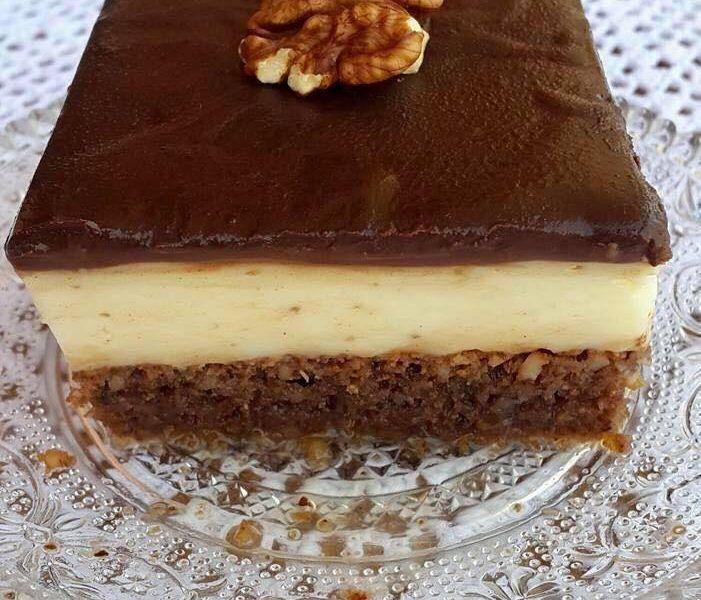 Καρυδόπιτα με κρέμα και γλάσο σοκολάτας