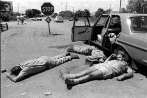 David Goldblatt a photographié pendant des années l'histoire de son pays et les différents aspects de Johannesburg. Il fait partie de la classe moyenne blanche de la banlieue de Johannesburg. David Goldblatt va photographier les Afrikaners d'abord, puis l'univers des Noirs sud-africains. Depuis les années 60, il a observé son pays, l'évolution sociale et la politique et ses habitants. A 71 ans, il a derrière lui une longue et riche carrière, rythmée par l'histoire tourmentée de son pays…