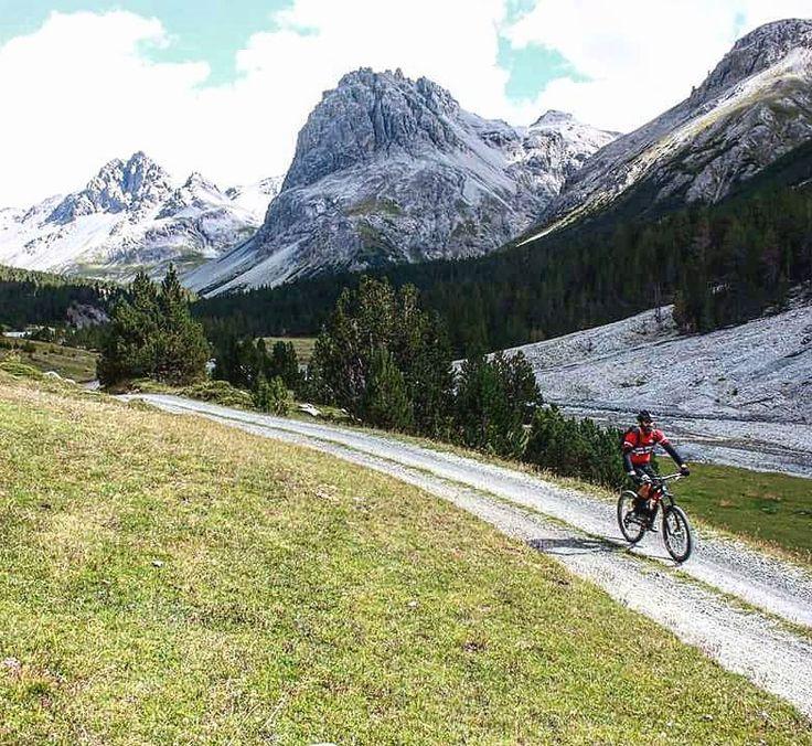 #sport #follow #photooftheday #holiday #valmora #livigno #valtellina #lombardia #italy #alps #mountains #mtb #mtblife #mountainbike #mountainbiking #mountainbiker #bike #biker #bicycle #cycling #cyclist #bikepark #allmountain #enduromtb #downhill #downhillmtb #helibike #italybikeadventures by italybikeadventures