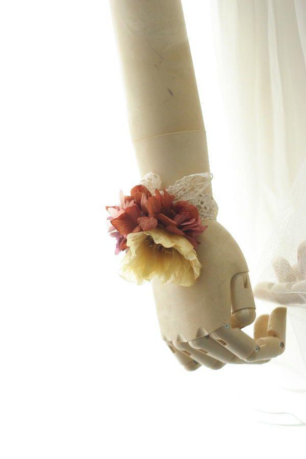 お色直しの花冠とミニブーケとリストレット クランベリーとベージュ  : 一会 ウエディングの花