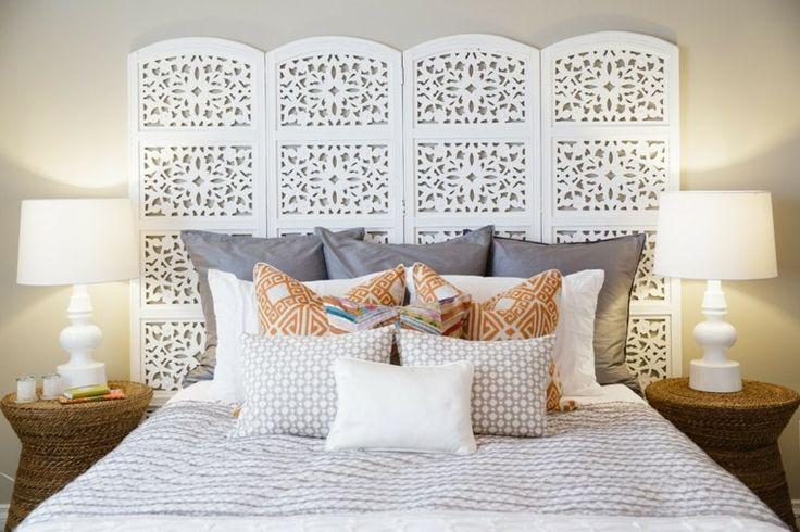 tête de lit blanche et chambre de style oriental