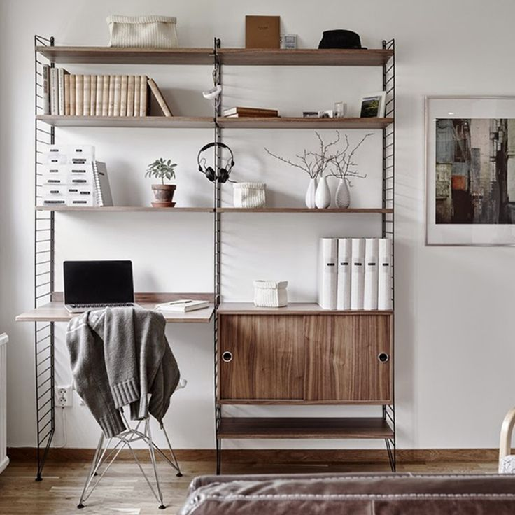 Wandrek met bureau Medium zwart/walnoot - Livingdesign https://www.livingdesign.be/nl/merken/string