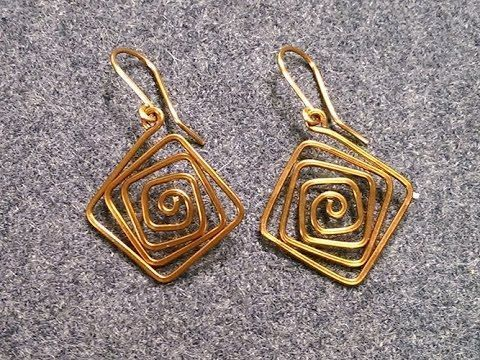 DIY Metal Jewelry : Simple square earrings - How to make wire jewelery 226  https://flashmode.co/fashion/accessory/diy-metal-jewelry-simple-square-earrings-how-to-make-wire-jewelery-226/  #Accessory