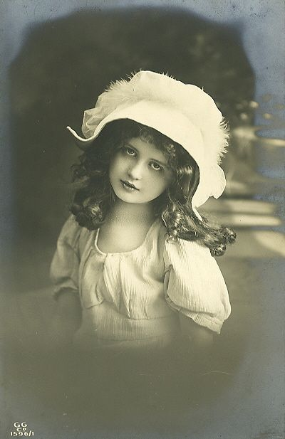 Victorian photo ~ girl with white hat