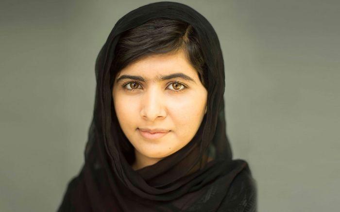 Cette fille, a mon âge, et je me vois dans l'obligation de l'admirer pour ce qu'elle fait. Malala Yousafsai militante pakistanaise, va se battre pour l'éducation des femmes. ♥
