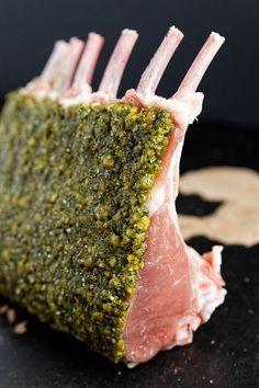 Carré d'agneau en croûte de pistache, jus glacé à l'orange et au thym   La cuisine de Josie