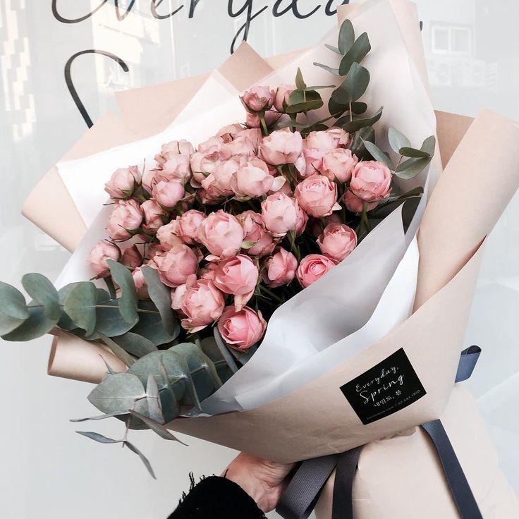 . 아주 꾸준히 사랑받는 귀요미 꽃 자나자나 오늘 하루도 꽃모닝으루 시작하세요! . . . #꽃 #꽃집 #꽃스타그램 #플로리스트 #내일도봄…