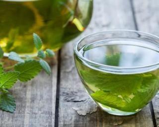 Tisane brûle-graisses au citron vert et à la menthe : http://www.fourchette-et-bikini.fr/recettes/recettes-minceur/tisane-brule-graisses-au-citron-vert-et-a-la-menthe.html
