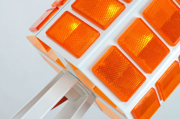 allt studio: reflect light, 'traffic light lamp'