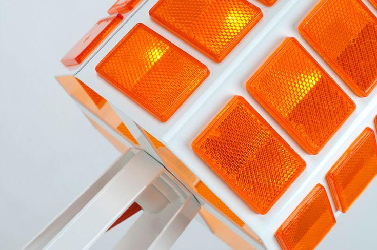allt studio: reflect light, 'traffic light lamp'