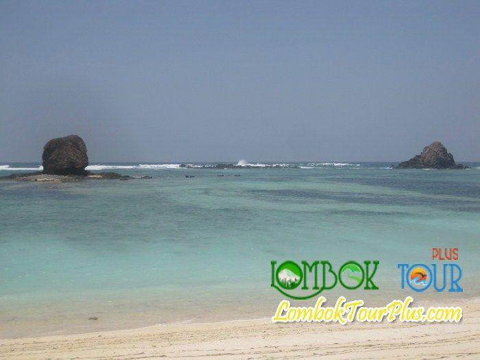 Keindahan pantai Kuta Lombok http://lomboktourplus.com/tour-satu-hari/wisata-pantai-kuta/