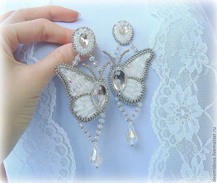 """Купить Серьги """"Крылья бабочек"""" - белый, бабочки, Крыло бабочки, легкость, хрусталь, хрустальные серьги Общая длина около 10-см."""