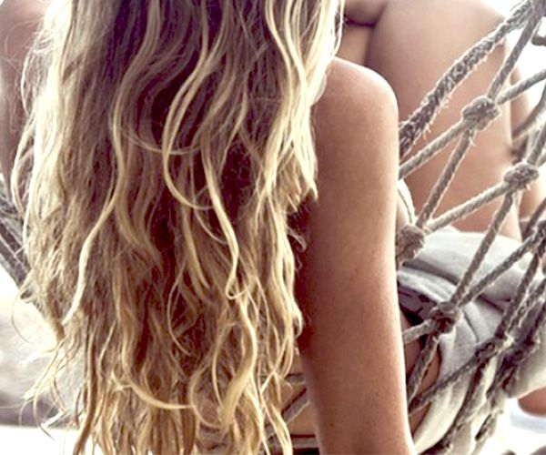 Η γυναικεία ομορφιά εν όψει θέρους οδηγείται σε νέες κατευθύνσεις. Ανάμεσα στα καινούρια προϊόντα της διεθνούς αγοράς είναι και τα αρωματικά σπρέι μαλλιών, που αποπνέουν φρεσκάδα και μεθυστικές ευωδιές. http://pressmedoll.gr/mia-kenouria-prosthiki-sto-kalokerino-sas-neseser/