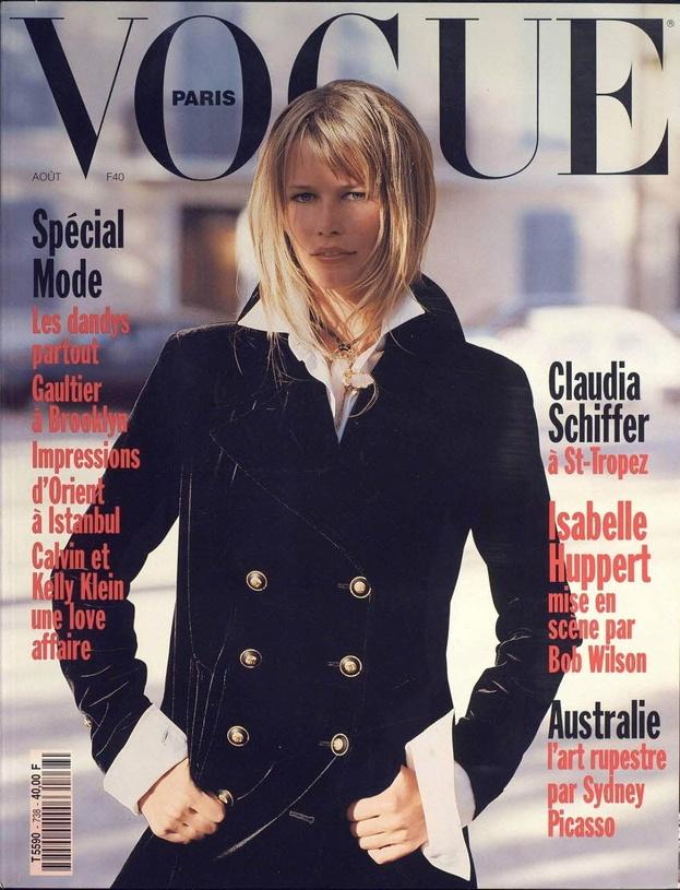Claudia Schiffer en couverture du numéro d'août 1993 de Vogue Paris http://www.vogue.fr/thevoguelist/claudia-schiffer/62