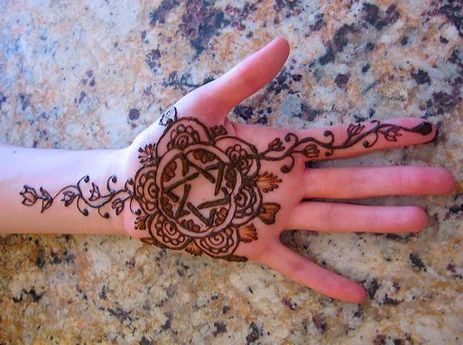 Jewish Wedding Henna [hina] Rituals   אשׁכל הכפר דודי לי בכרמי עין גד  (My beloved is to me like a cluster of henna [blossoms] in the vineyards of 'Ein-Gedi). Song of Songs 1:14