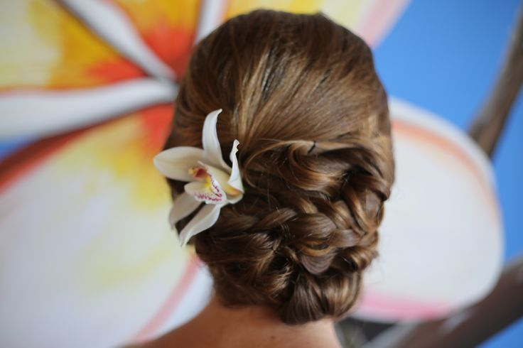 Émilie a lovely #Bride decided to wear a #BraidedUpDo, a must....the #NaturalFlower #BridalChic #BridalUpDo #DestinationWeddingTulum #Tulum #Mexico www.vo-evolution.com