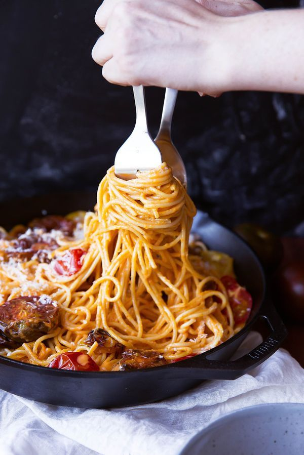 From week night to date night, this spaghetti with white wine & roasted tomato cream sauce is sure to please!