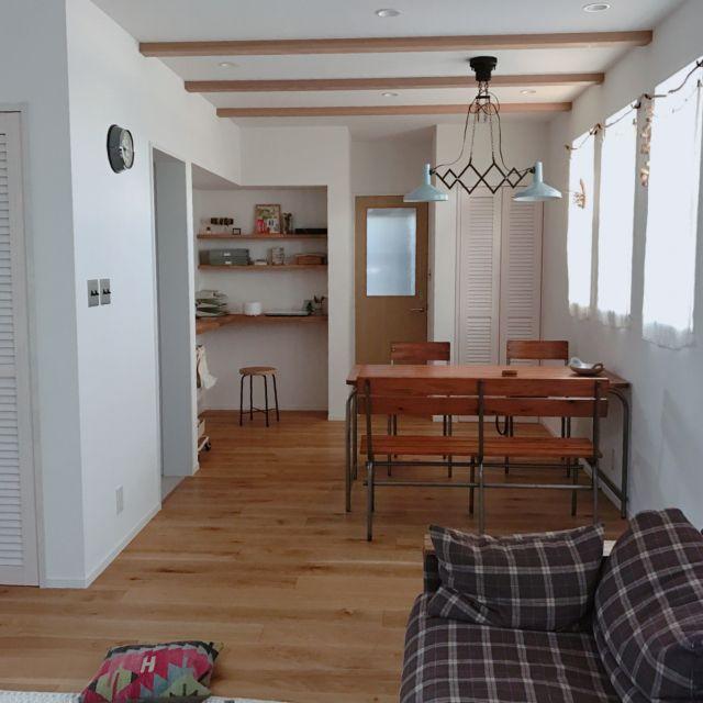 kurikoさんの、部屋全体,ソファー,ペンダントライト,ジャーナルスタンダードファニチャー,造作ドア,インターフォルム,流木カーテン,のお部屋写真