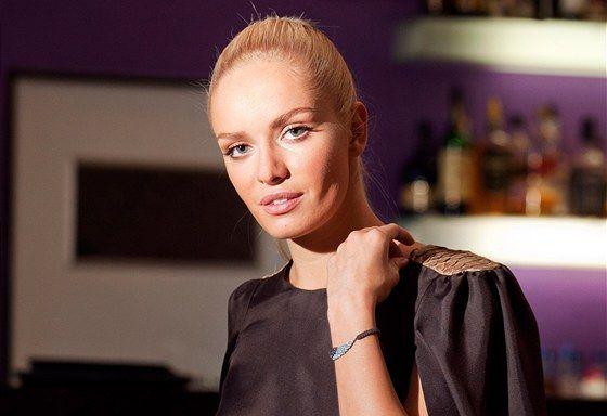Miss World Taťána Kuchařová http://ona.idnes.cz/tatana-kucharova-hovori-v-rozhovoru-o-schwarzkopf-elite-model-look-2012-1eb-/spolecnost.aspx?c=A120325_133925_spolecnost_sck