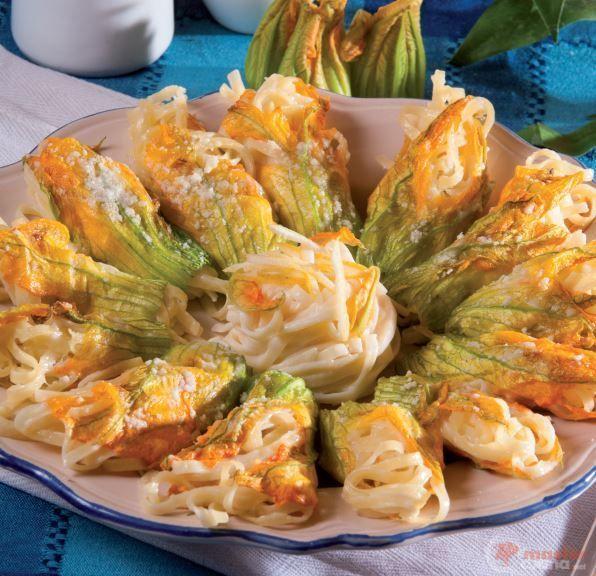 Fiori di zucca ripieni di tagliolini al limone