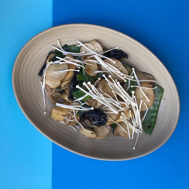 This week has been all about the blues, but this wasn't quite what we meant... Still. Could be worse than when our Woked tofu w mushrooms, snow pea & white pepper are on the table... #chinadiner #blues #mushrooms #enoki #snowpea #wok #tofu #plantbasedfood #easternsuburbs #bondi #bondibar #bondieats #bondifood #bondifoodie #sydneyfood #sydneyeats #sydneyfoodie #sydneyfoodshare #mushies #mushrooms #delish #chinese