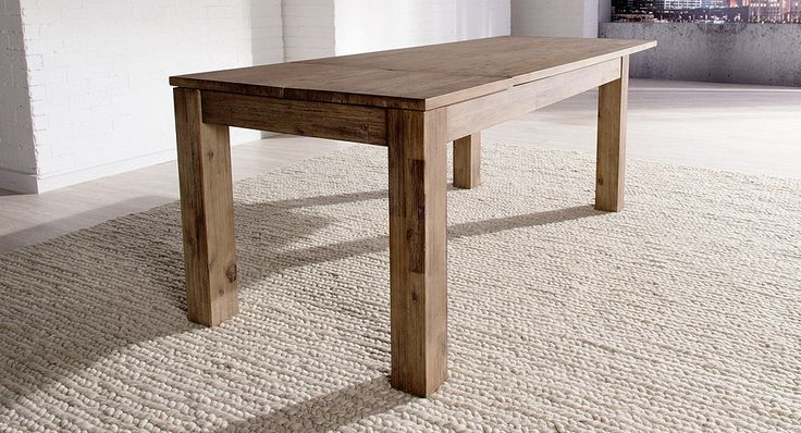 Soli dining table