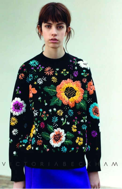 Jersey bordado de Victoria Beckham http://stylelovely.com/entutiendamecole/2016/10/jersey-floral-victoria-beckham-zara
