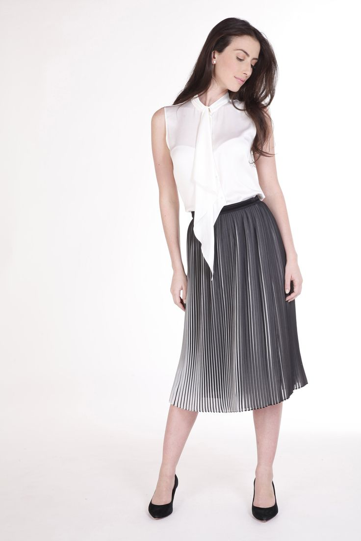 ¡Amamos esta falda plisada bicolor!