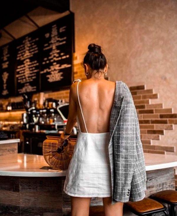 Vestidos com decote nas costas: o detalhe deixa o vestido muito mais fresco e até mesmo mais sensual. Nós amamos.