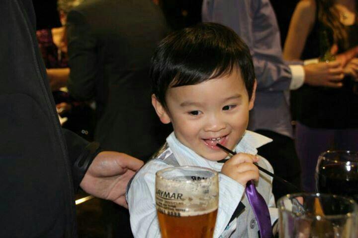 Mmm... Daddys drink look yummy.