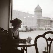 девушка в кафе у окна: 9 тыс изображений найдено в Яндекс.Картинках