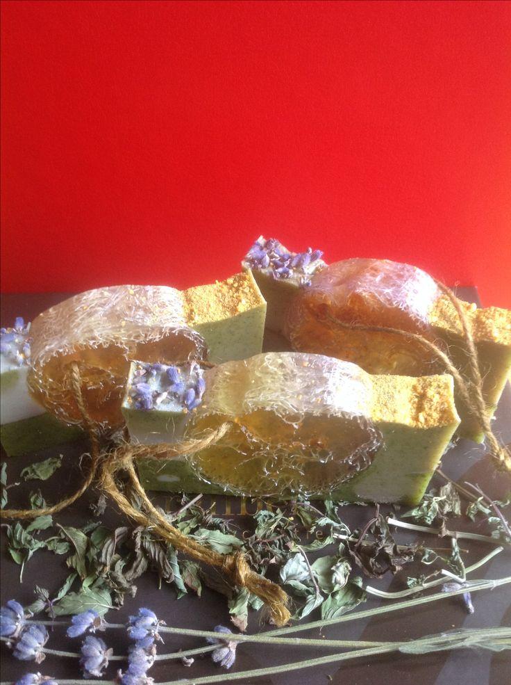"""Мыло ручной работы """"Люффа в травах"""" loofah soap Состав мыла: - Мыльная основа (Израиль) - Мацерат апельсиновой кожуры на масле виноградных косточек, масло зародышей пшеницы, кокосовое масло.  - Зеленая глина, молотая мята, измельченная цедра апельсина.  - Эфирные масла: лаванды, розмарина, мяты перечной.  - Люффа - 100% натуральное растительное волокно семейства тыквенных.   Люффа в составе такого мыла выполняет функцию скраба."""