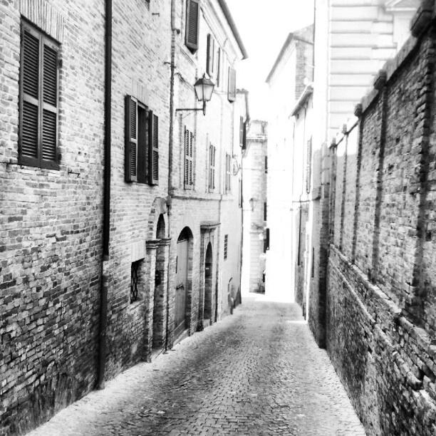 Vicolo - Osimo - @silvioderossi- #webstagram