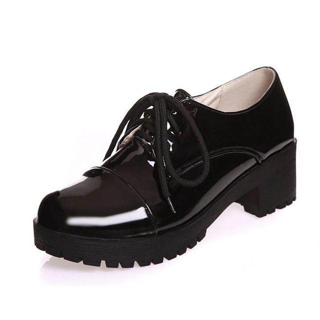 Primavera Otoño Nuevas Mujeres Oxfords Casual Con Cordones de Charol Punta Redonda Mujeres Zapatos Oxford Pisos Zapatos de Mujer Sólida 3 Colores