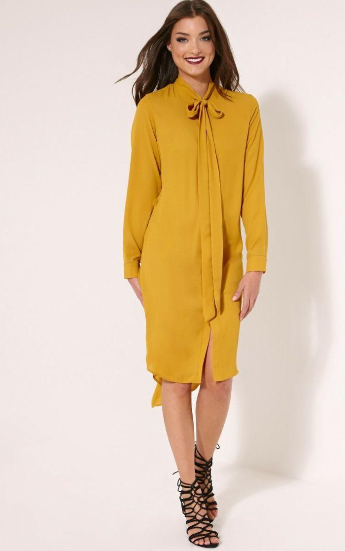 Gelbes kleid mit armeln