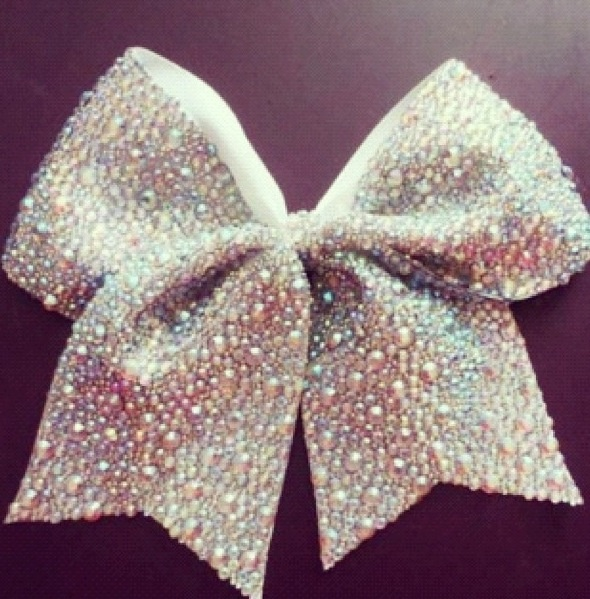 Cheer bow but looks better with a better sport SOFTBALL !!(;