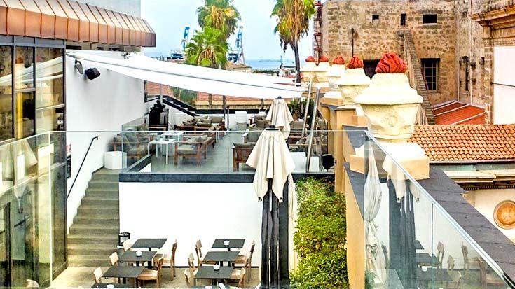 Pause in Palermo - die moderne Bar 'Obikà' auf dem Kaufhaus 'La Rinascente' in Palermo - von dort hat man einen fantastischen Blick über die Stadt. Hier nehmen wir euch mit auf einen Ausflug zu Palermos Sehenswürdigkeiten - mit vielen Tipps für Pausen in Bars und Parks: http://www.trip-tipp.com/sizilien/ausfluege-stadt/palermo.htm #sicily #sicilia