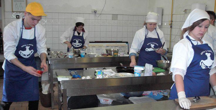 Młodzi kucharze w akcji