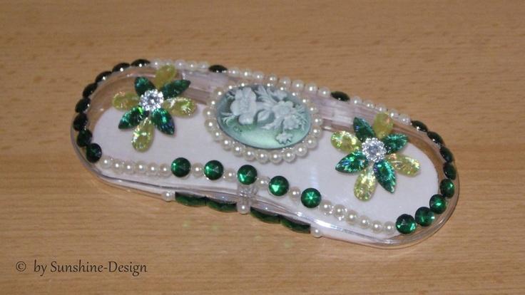 Acryl-Brillenetui Green Romantik Handarbeit in Kristallkunst 156 x 54 x 32 mm, Design: Grün, Gelb, Perlmutt-Weiß mit Magnetschnapper, http://de.dawanda.com/product/46537082-Brillenetui-Brillenbox-Schmuckdose-Green-Romantik